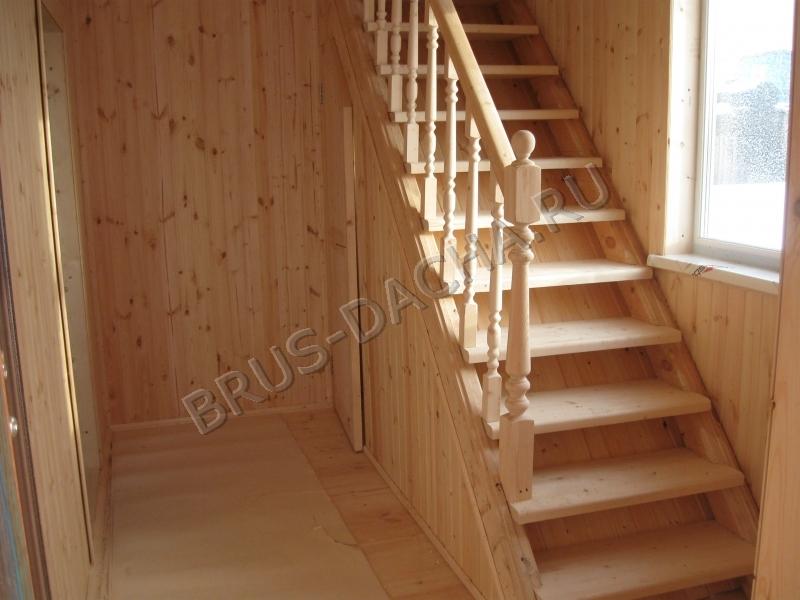 Лестница должна быть крепкой и с перилами